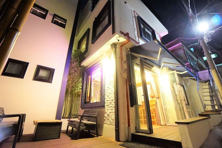 SEOUL CUBE(EwhaWomen's Uni.Station)hostel(female)