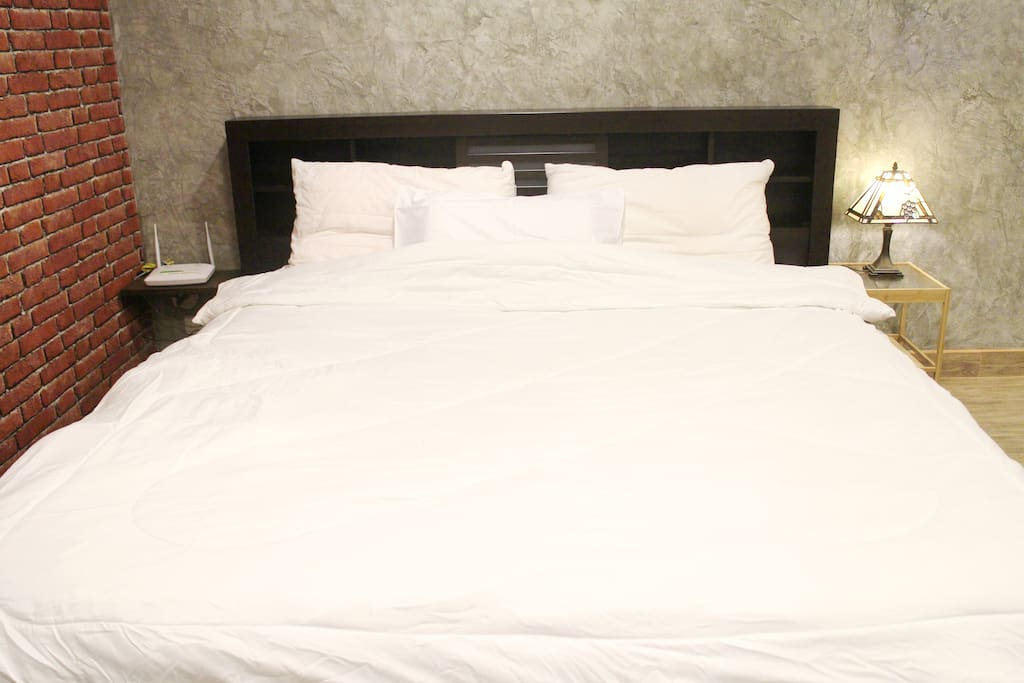 6 feet bed / King Size Bed.