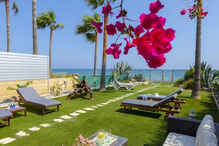 Villa Beachfront Meneou 3, Sea View, Modern