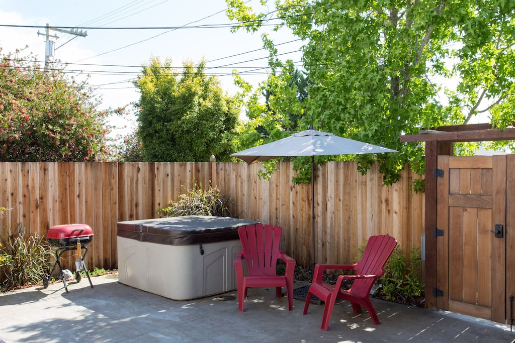 Secluded Front Patio with Hot Tub, BBQ and Outdoor Seating/Dining