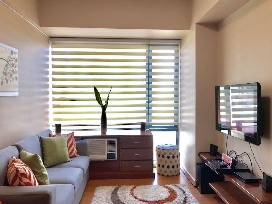 Comfy cozy 1bedroom eastwood unit apartments for rent for Cocktail tables for rent quezon city