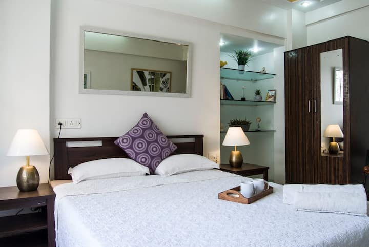 Spacious Sunny and Lux in Bandra-Flat 1
