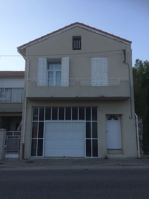 Façade appartement avec le balconnet