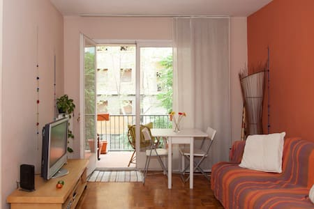 Cozy double room close to the beach. - Barcelona