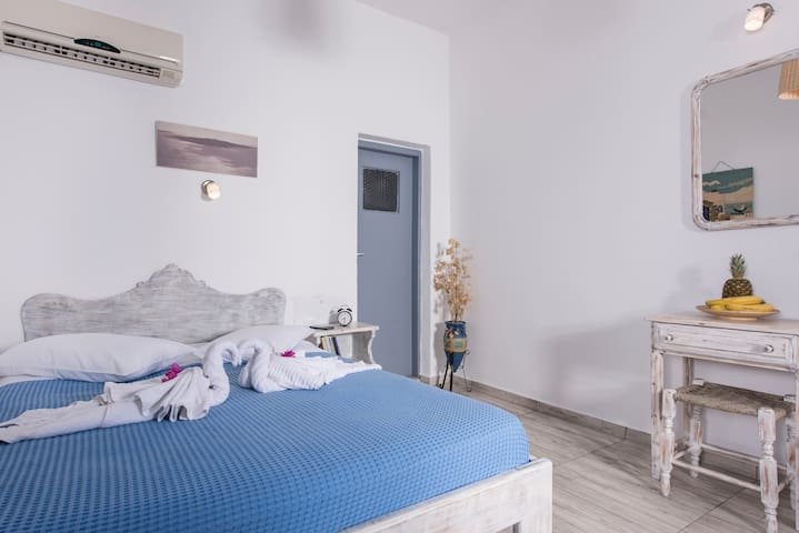 Double room in Oia! Caldera View!!