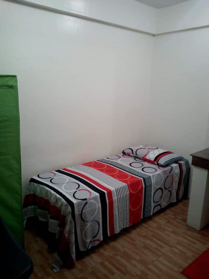 Budget Studio room in Makati Central (3)