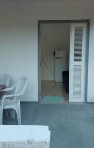Casa semi-mobiliada,p/alugar temporada ou mensal.