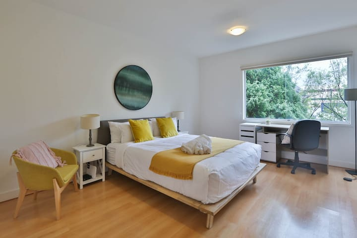 Easy Living in the Heart of Box Hill * Wifi & Park