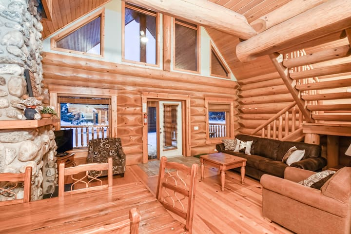 ✿★Authentic, Timber Log Cabin Perfect for Groups★✿