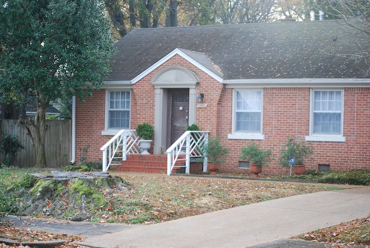 Across from University- 2 bed-1 bath House New Rem
