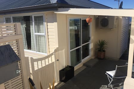 Fully self contained unit - Dunedin