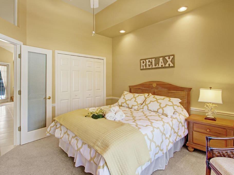 Aventura guest bedroom