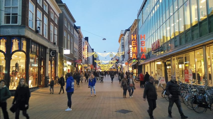 The shopping street in Groningen is the Herestraat. You can park in the center and walk to the shops. On monday they open  at 12 ! When you're there ans you want to eat fresh, I advise you to go to the Hema or to La Place next to the Martinitower ;)