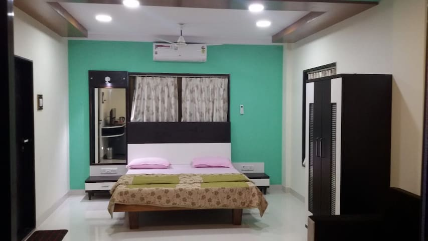 ★ Cozy Deluxe Suite Room In Dapoli, Maharashtra ★
