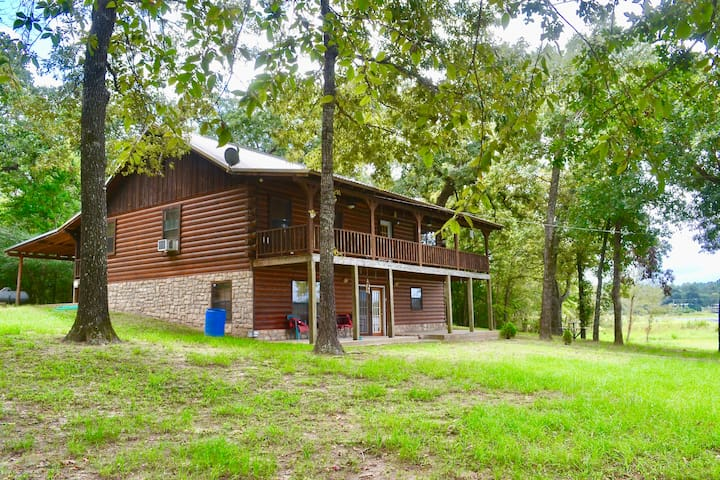 Secluded Log Cabin on Houston Co. Lake