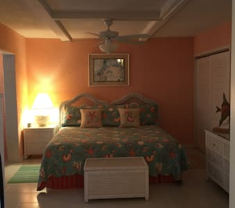 """""""Mermaid Cove""""-Awesome Location & Incredible Rates - East End"""