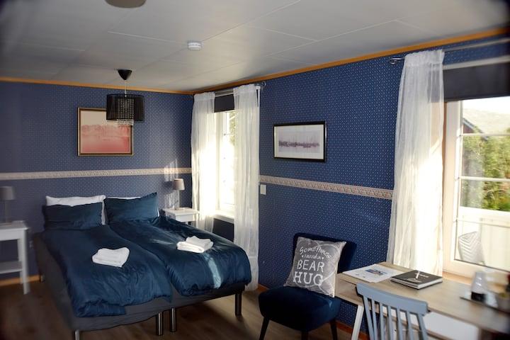 "Manor house - Room ""Vestfjorden"", Hamnøy Reine"