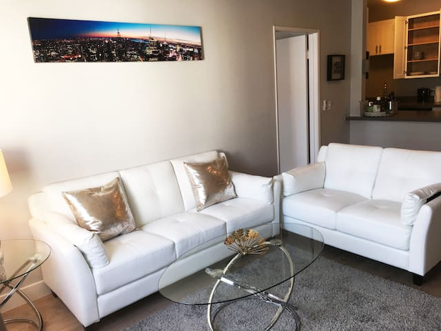 Complete Luxury Hollywood Suite
