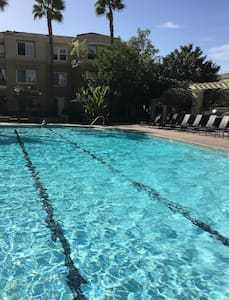 Spacious Room, All the Amnetites, and Comfortable - Newport Beach - Byt