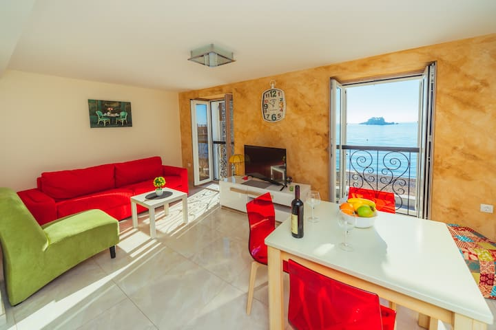 Apartment Galija RED LUX ( center, 10 m beach)