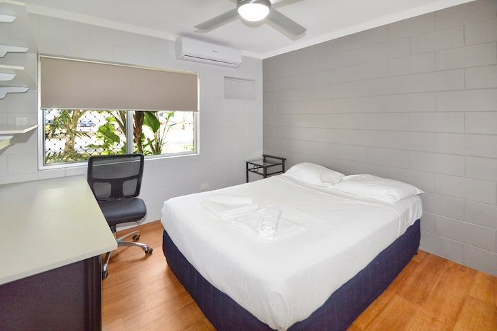 Cairns Student Lodge