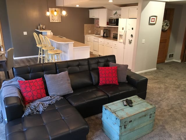 Cozy Get-Away in the Suburbs of Omaha - La Vista