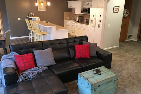 Cozy Get-Away in the Suburbs of Omaha - La Vista - Byt