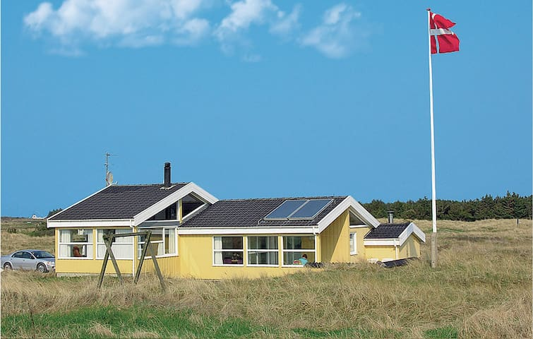 Holiday cottage with 4 bedrooms on 120m² in Hirtshals