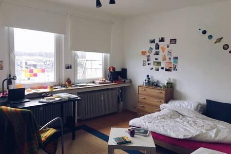 Gemütliches Zimmer.. - Aachen