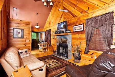 Charming Cabin with a Hot Tub - Cleveland - Jiné