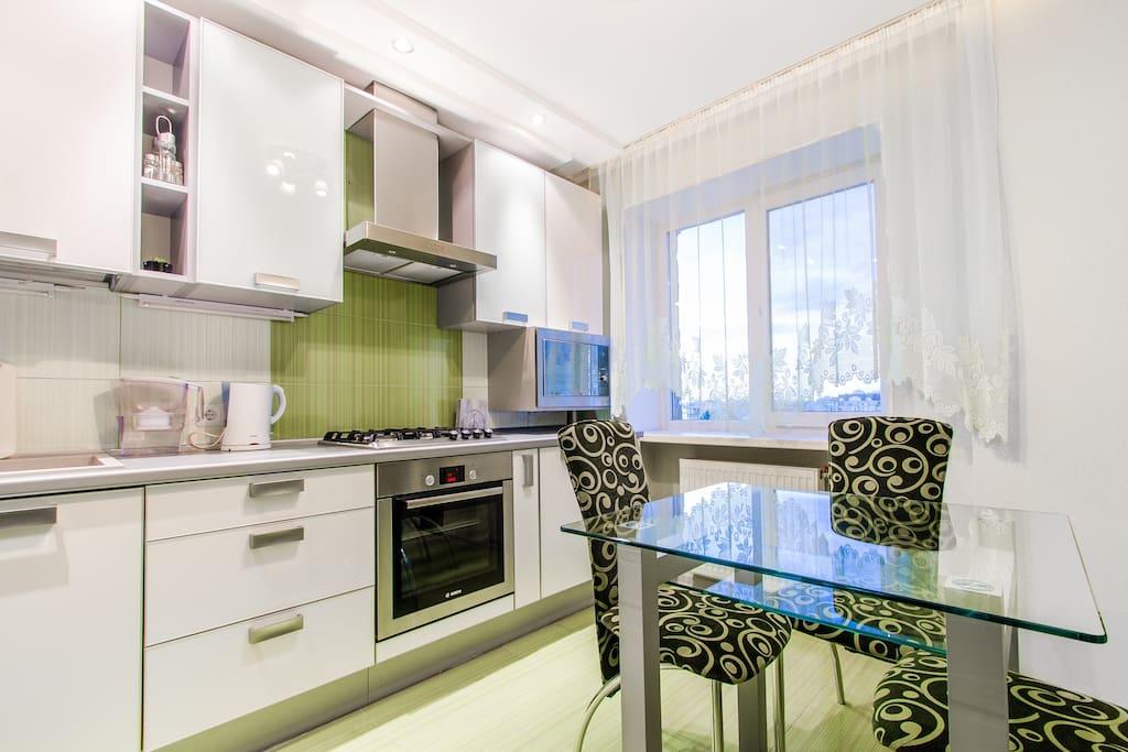 Кухня укомплектована всем необходимым для комфортного проживания