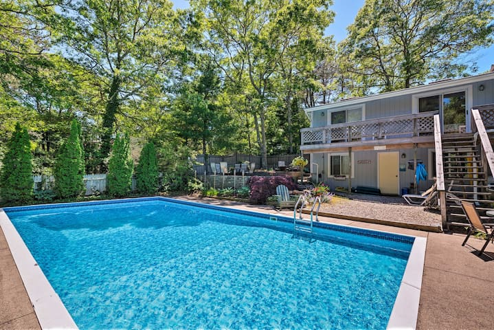 Cape Cod Area Home w/Fire Pit <4 Mi to Beach!