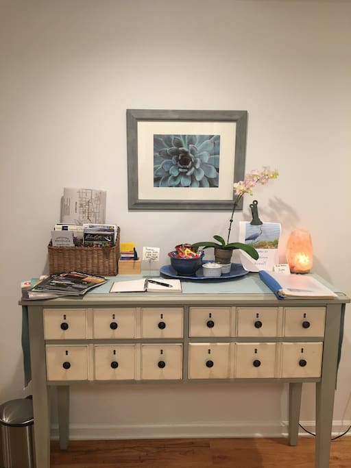 Welcome area with Charlottesville maps, attractions, and activities—hiking, music, art, UVA, wineries  and more.  Information about Blue Heron Airbnb for your stay with us .  Oh—and treat basket too!