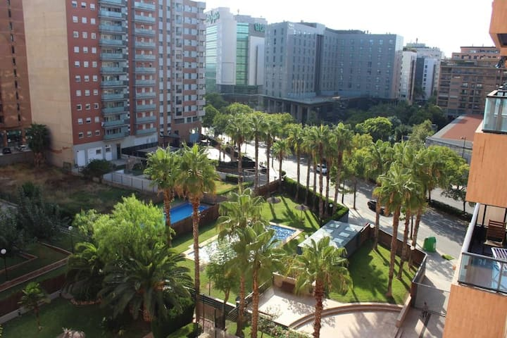 Modern Room near Ciudad de las Artes & the beach