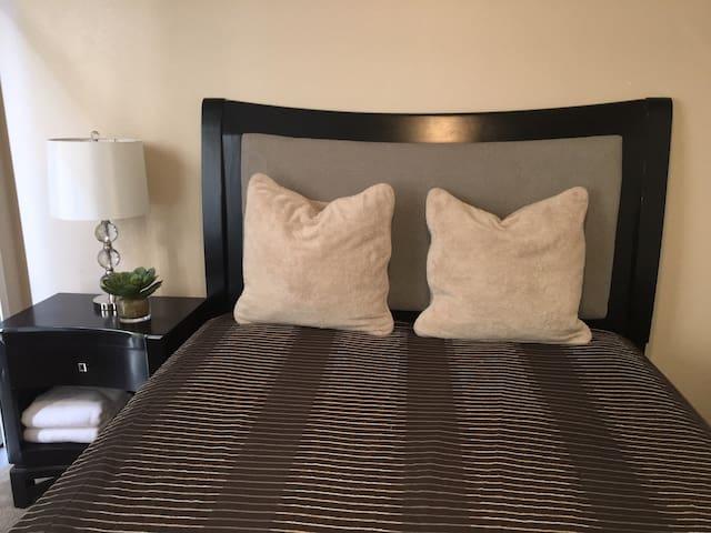 Coachella Fest/Stagecoach, 1 queen bed, 1 bath