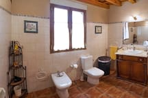Baño bañera planta superior