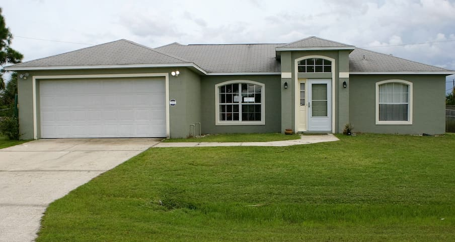 Family vacation 3 bed 2 bath house - Palm Bay - Hus