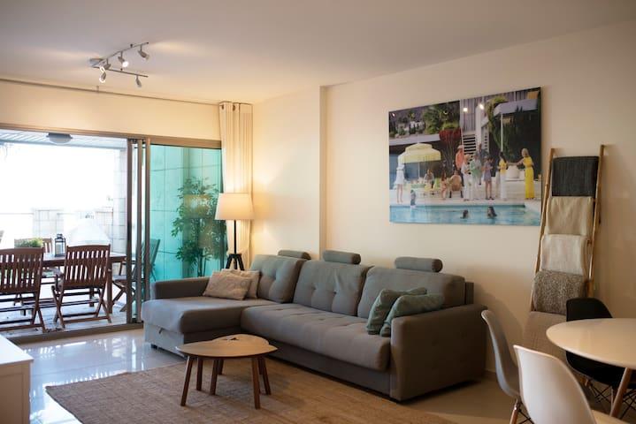 Garden Apt w/Stunning Lagoon View - Herzliya - Apartment