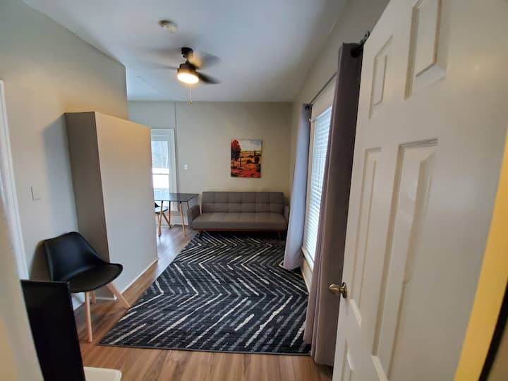 Conveniently located 1 Bedroom Apartment