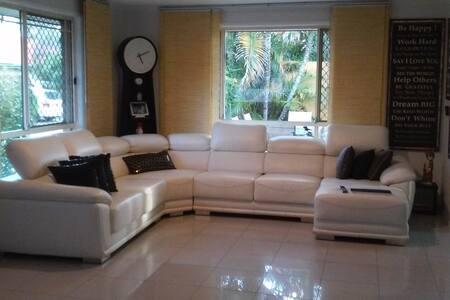 Huge Private Bedroom & Great Value!!! - Labrador