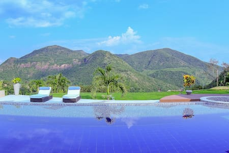 Luxurious Private Villa @ Exclusive Club in Apulo!