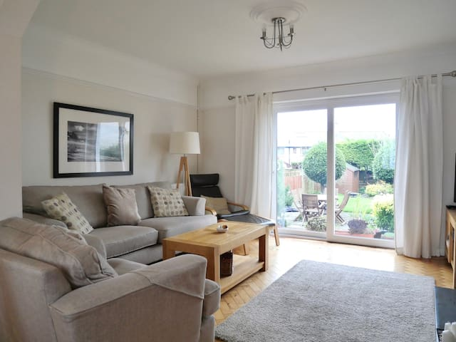 Penarth Family Home- Minutes from Cardiff/Stadiums