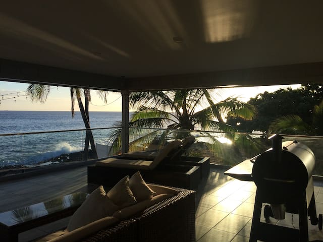 Luxury Beach House *On The  Ocean Front*30day min
