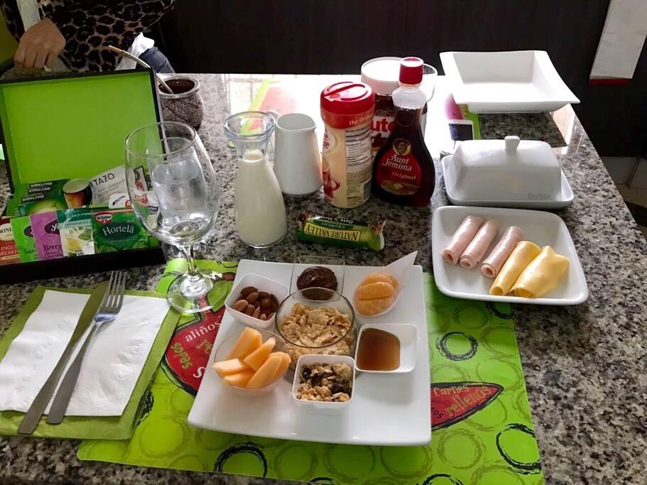Desayuno Gourmet, acompañado de arepas, croassant o pan tostado
