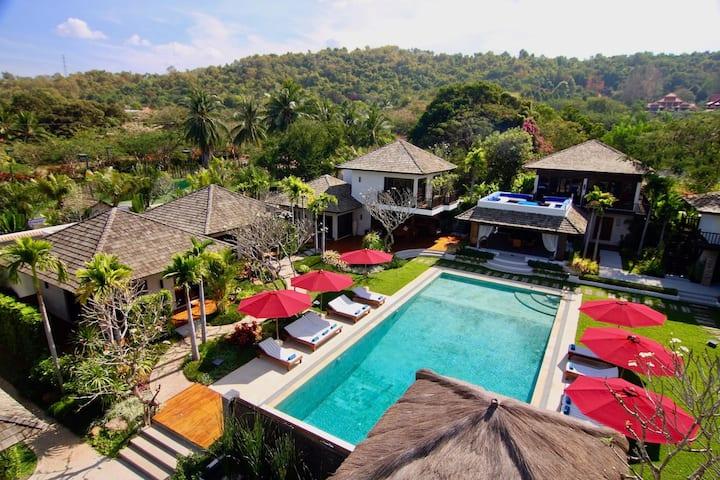 Tamarind Exclusive Villa Sleeps 24 In Pattaya