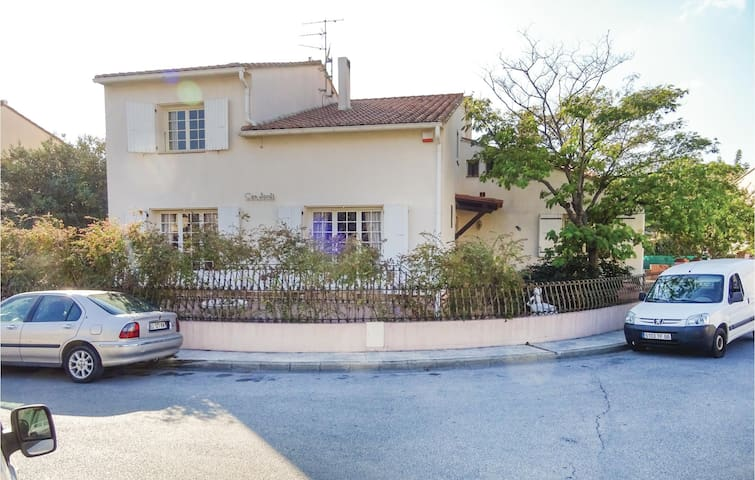 Holiday cottage with 4 bedrooms on 190 m² in Pezilla la Riviere
