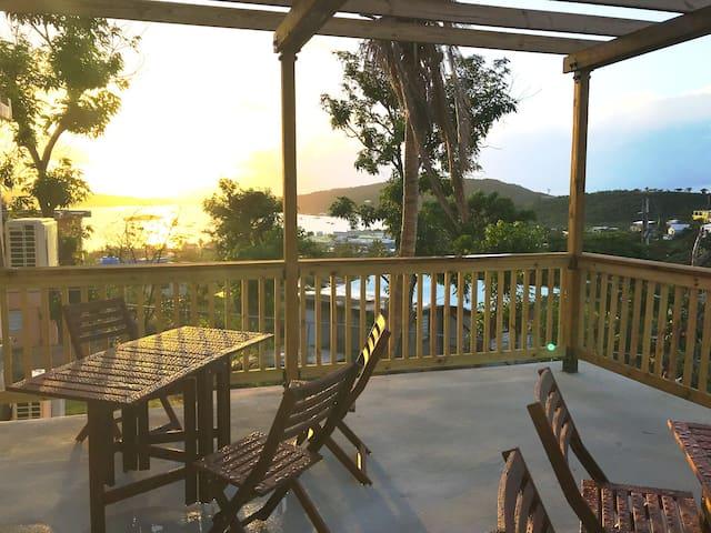 La Pérgola - Bay View Patio, WiFi & Hot water!