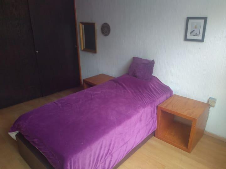 Apacible, iluminado, ventilado cuarto en Narvarte