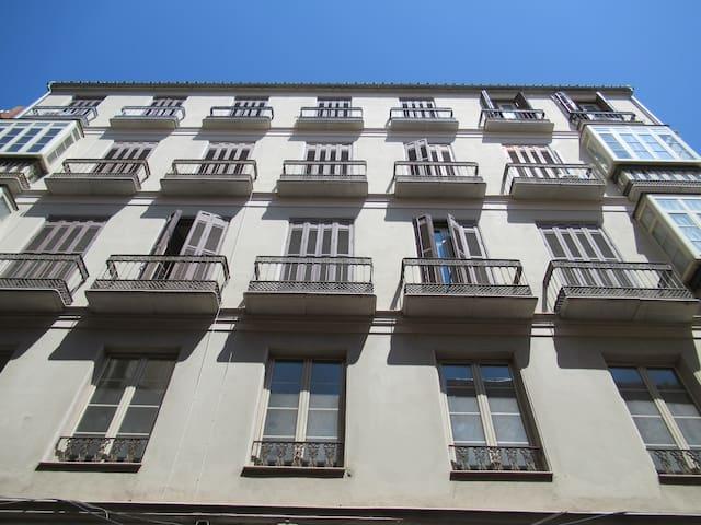 Edificio con un encanto especial, altas calidades y muy señorial