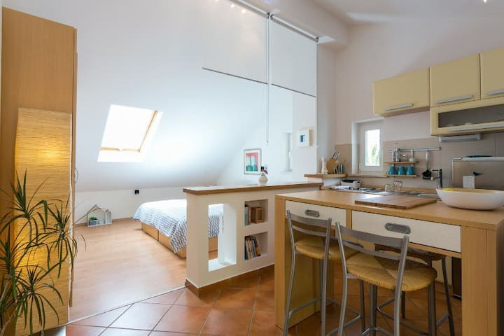 Sea side studio apartment for 2, Dubrovnik Croatia - Lozica - Leilighet